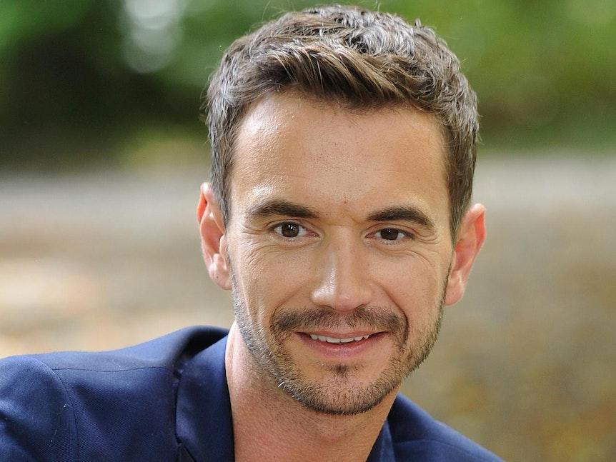 Florian Silbereisen lächelt in die Kamera.