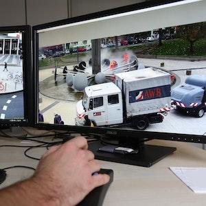 Videoüberwachung des Ebertplatzes an zwei Bildschirmen
