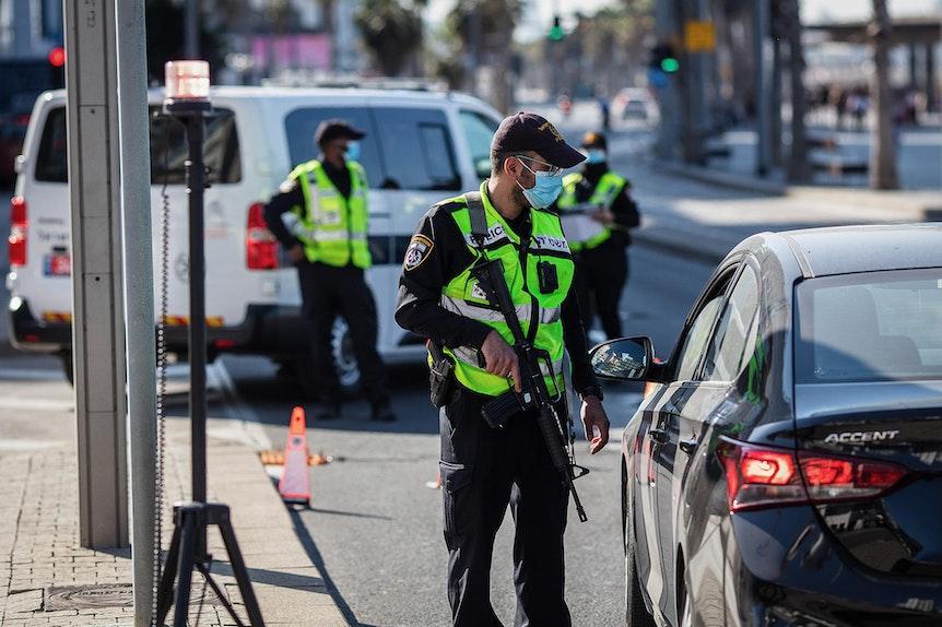 Lockdown-Kontrolle auf Straße in Israel