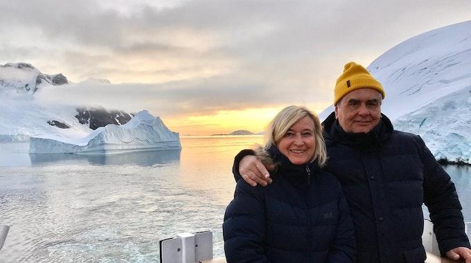 AntarktisOdyssee_PaarImEis