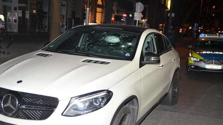 Mercedes zerschossen