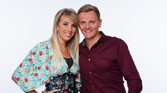 """Sängerin Annemarie Eilfeld und Tim Sandt, Teilnehmer beim """"Sommerhaus der Stars"""" 2020, wo dieses Foto entstand, möchten Eltern werden. Aber Annemarie leidet an der Hormonstörung PCO."""