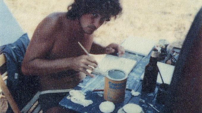 Pinsel in der Hand, Farbdose auf dem Tisch: So malte Niedecken auch im Urlaub.