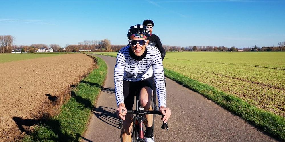 Rennradfahrer auf dem Rennrad in Köln