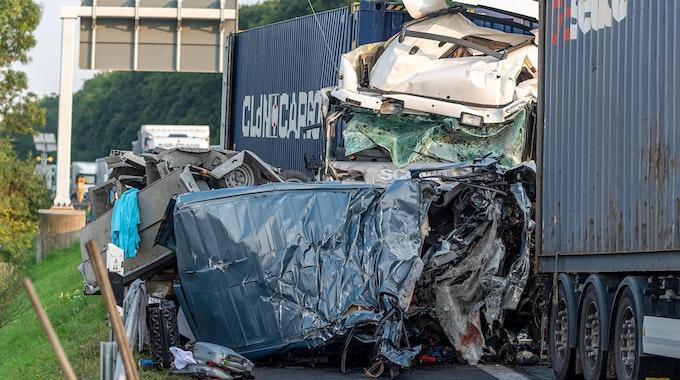 Bei diesem Unfall auf der A44 starben vier Menschen