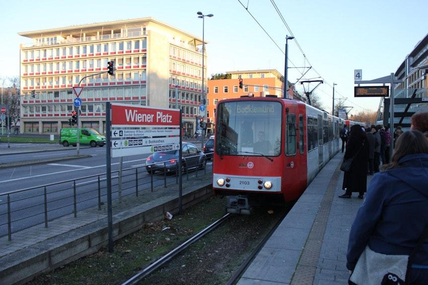 Wiener_Platz_KVB_Linie_4_10_12_2015