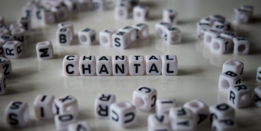 Name Chantal wird aus Buchstaben-Würfeln geformt