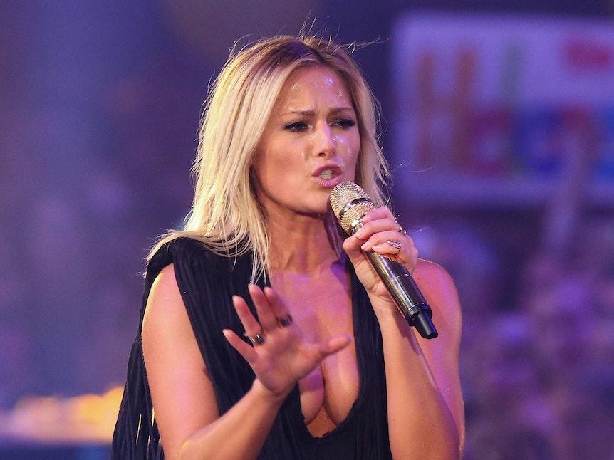 Helene Fischer singt bei einem ihrer Konzerte.