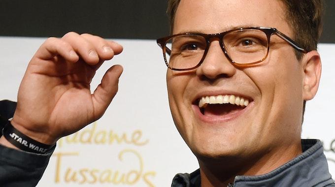 Schauspieler Rocco Stark mit Brille bei Madame Tussauds