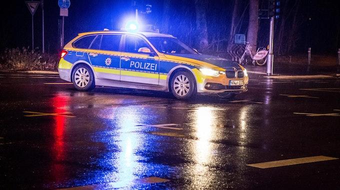 Polizei Symbolfoto Nacht MH