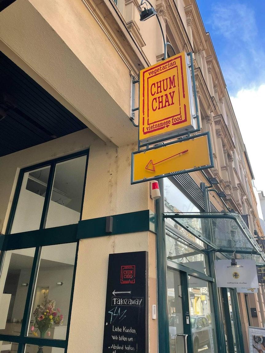 """Der Eingang zum Restaurant """"Chum Chay""""."""