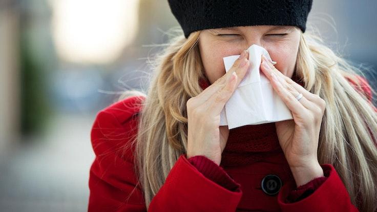 Wer dauerhaft unter einer laufenden Nase leidet, bei dem kann sich eine chronische Entzündung der Schleimhäute entwickeln.