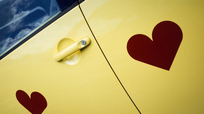 Die Deutschen lieben ihre Autos. 14 Prozent geben ihrem fahrbaren Untersatz einen Kosenamen.