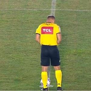 Denis da Silva Ribeiro Serafim urinierte bei einem Pokalspiel auf den Platz