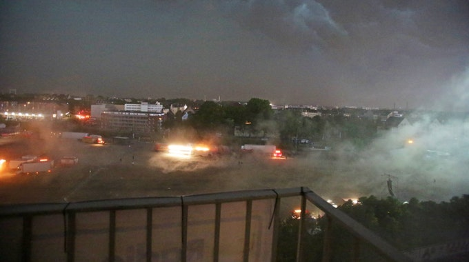 Ein Bild wie aus in einem Katastrophenfilm. Das Gelände in Deutz.