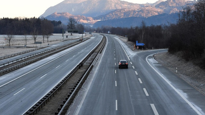 Leere Autobahn wegen Corona