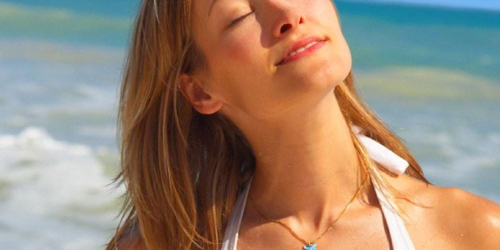 Wie lange sich ein Mensch ohne Schutz in der Sonne aufhalten kann, hängt vom Hauttyp ab.