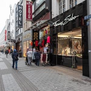 Geschäfte in der Kölner Hohe Straße.
