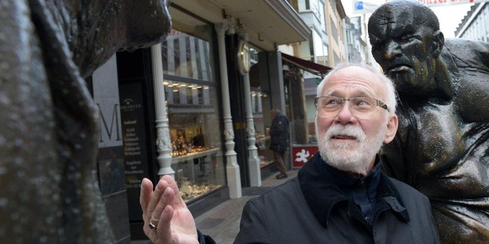 """Charles Manes, alias Karl Hermann Stein, fing bei den Streitenden auf der Mittelstraße an """"zo schenge""""."""