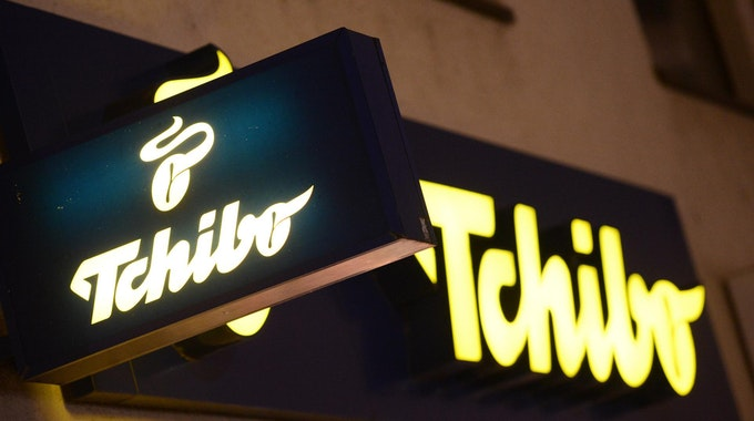 Tchibo-Logo an einem Geschäft