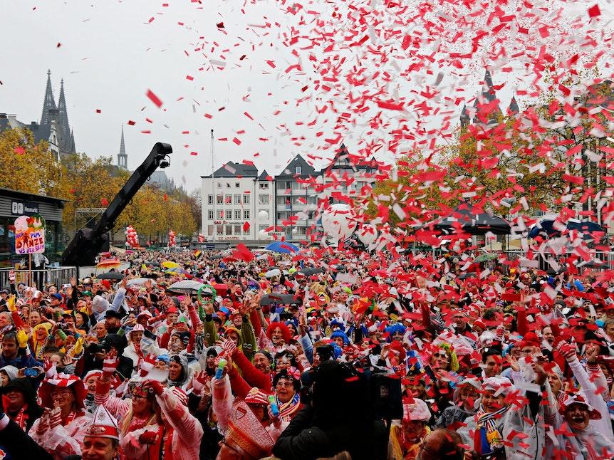 Am 11.11.2019 feiern Jecke die Sessionseröffnung Köln auf dem Kölner Heumarkt.