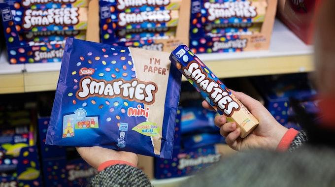 Unser Symbolfoto zeigt Smarties-Produkte, die nicht von dem Rückruf betroffen sind. Zurückgerufen wird der Smarties Adventskalender.