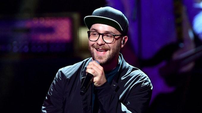 Mark Forster wie man ihn kennt: Mit Kappe und Brille (hier bei eine Auftritt in Berlin im November 2018).
