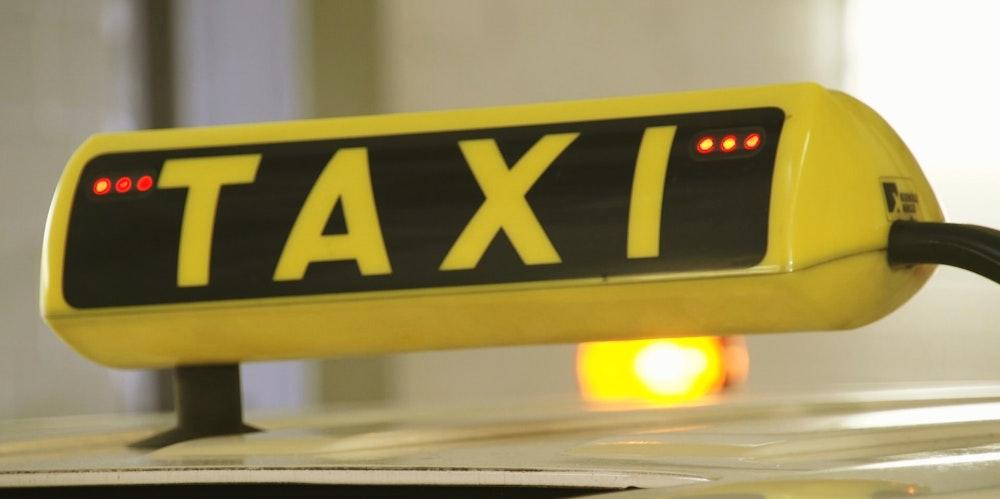Taxischild mit roten LED
