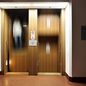 Baby in Oberhausen im Aufzug eingeschlossen