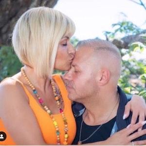 Jasmin küsst Willi Herrens Stirn