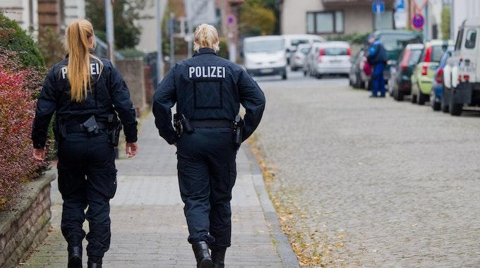 Polizistinnen in Hameln auf Straße