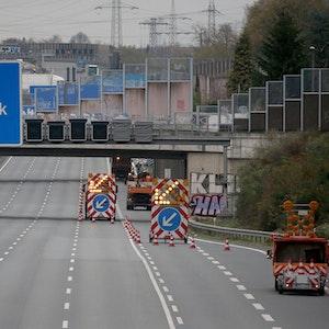 Eine Baustelle auf der Autobahn A3 in Höhe Köln-Dellbrück.