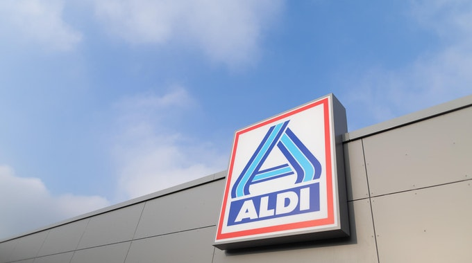 Aldi-Logo an einer Filiale