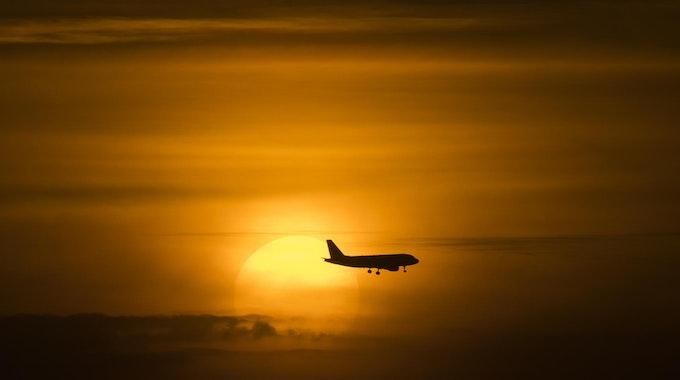 Flugzeug_Sonne_Symbol