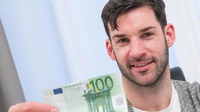 100 Euro im Monat sparen dpa