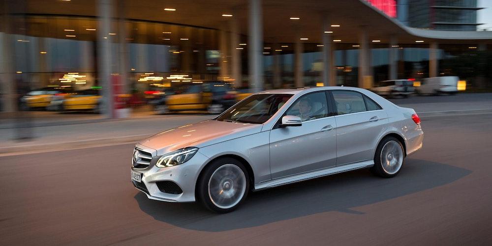 Mercedes_Benz_Auto_Verkehr_Symbolbild