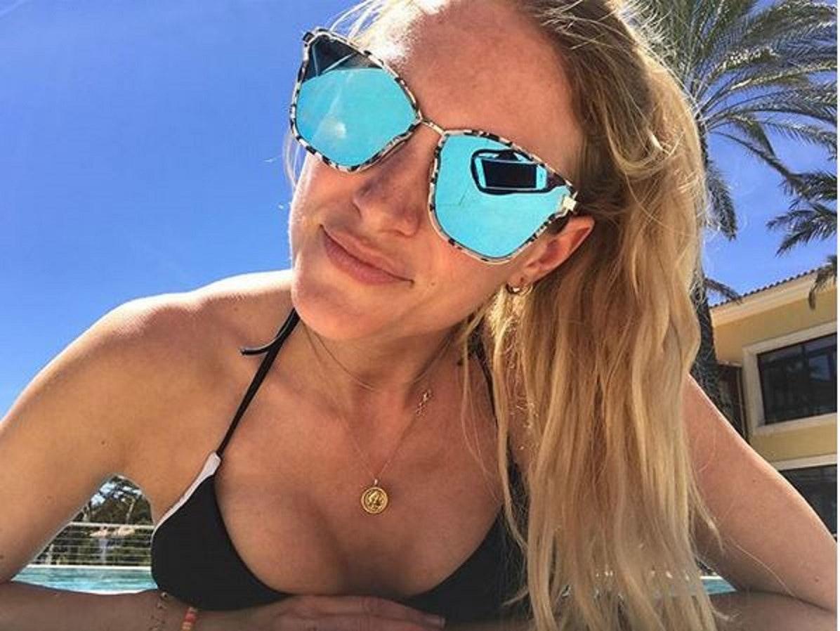 Nackt sky sport moderatorin Jana Azizi: