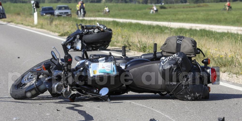 Bei einem Motorradunfall in Much sterben ein Kölner und ein Mann aus Euskirchen