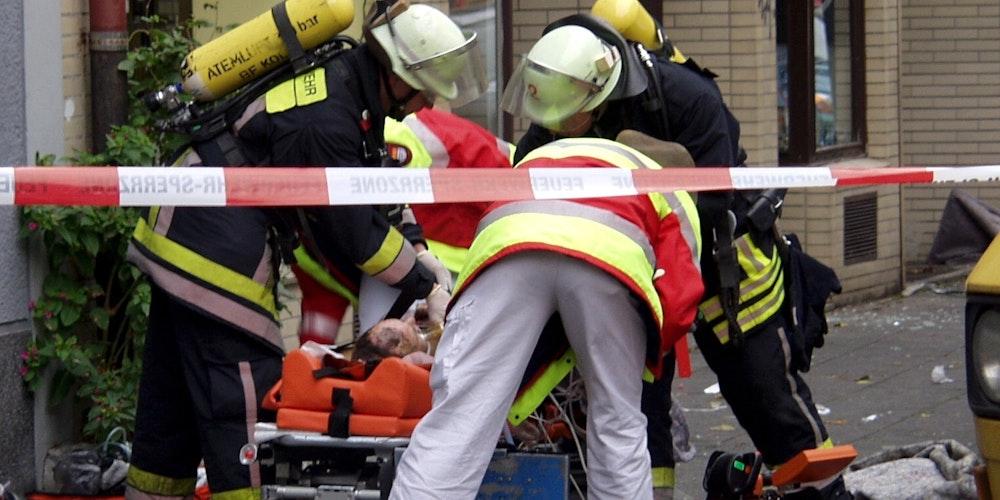 Einsatzkräfte am Neumarkt nach der Gasexplosion