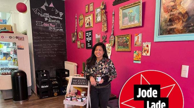 """Inhaberin Grace in ihrem Restaurant """"Asien Shop Albertusstraße"""" in Köln."""