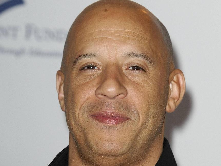 Vin Diesel lächelt in die Kamera.