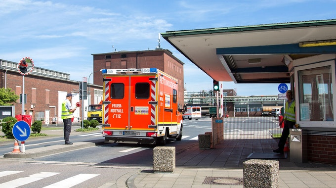 chemiepark krefeld rettungswagen