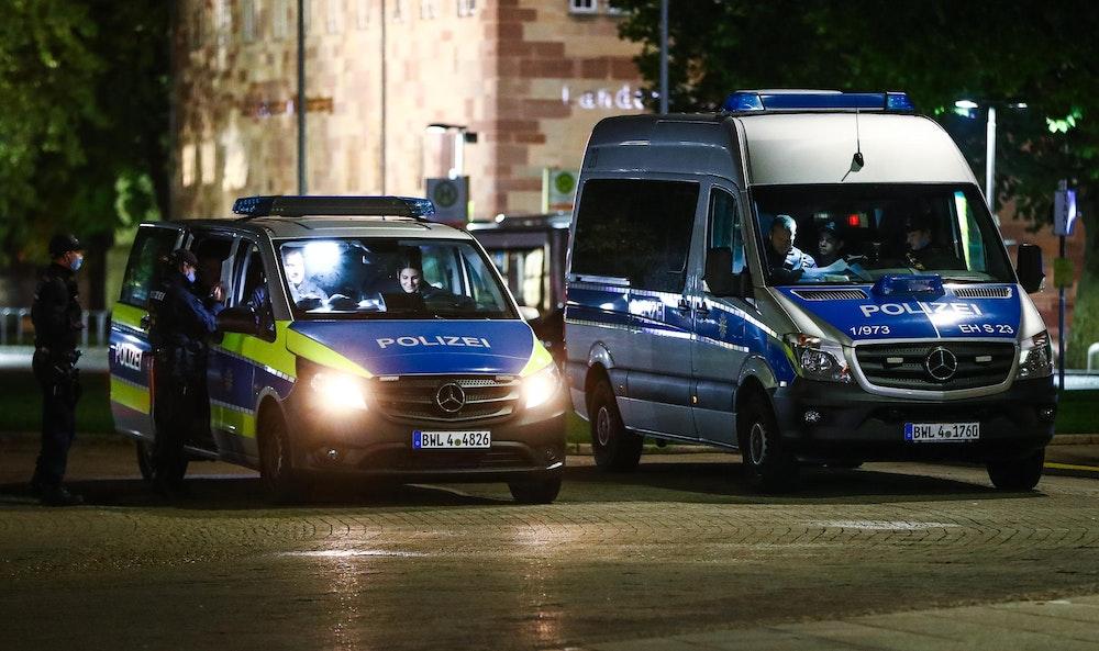 Die Polizei (hier ein Einsatz in Essen) suchte mit einem Großaufgebot nach der Mutter und dem Säugling.