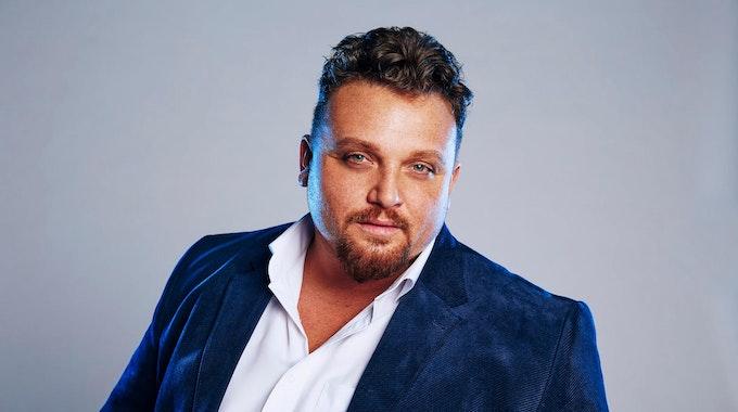 """Der durch DSDS bekannt gewordene Sänger Menowin-Fröhlich (hier bei """"Promi Big Brother"""" 2020) wird zum sechsten Mal Vater."""