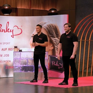 DHDL_Pink_Gloves_TVNOW
