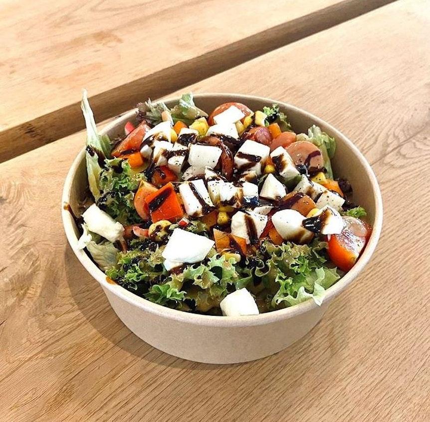 Einer der frischen Salate aus dem Café Gretchen