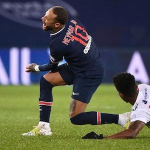 Neymar wird von Thiago Mendes gefoult 2_data(1)