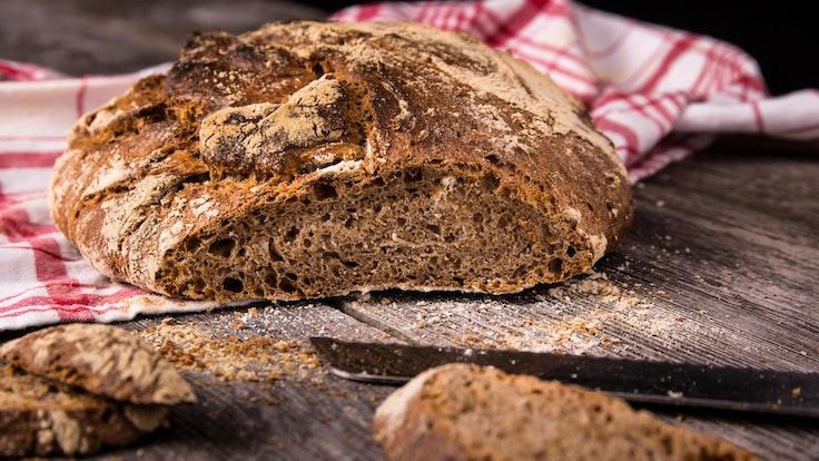 Außen schön knusprig und innen weich – das perfekte Brot.