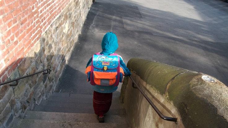 Kind allein Schulweg
