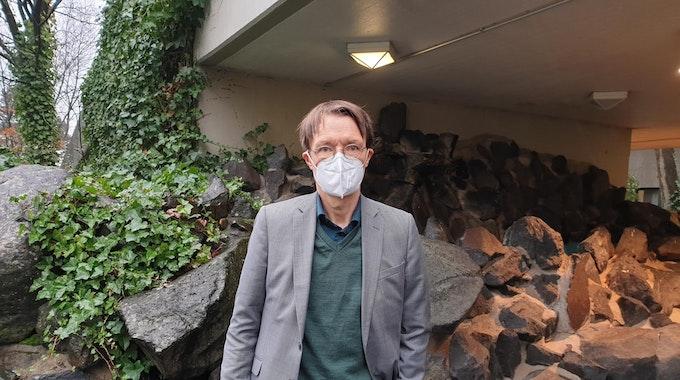 Karl Lauterbach vor Holweider Krankenhaus
